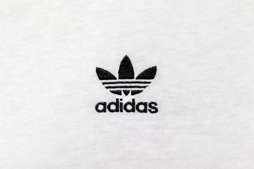 adidasとは